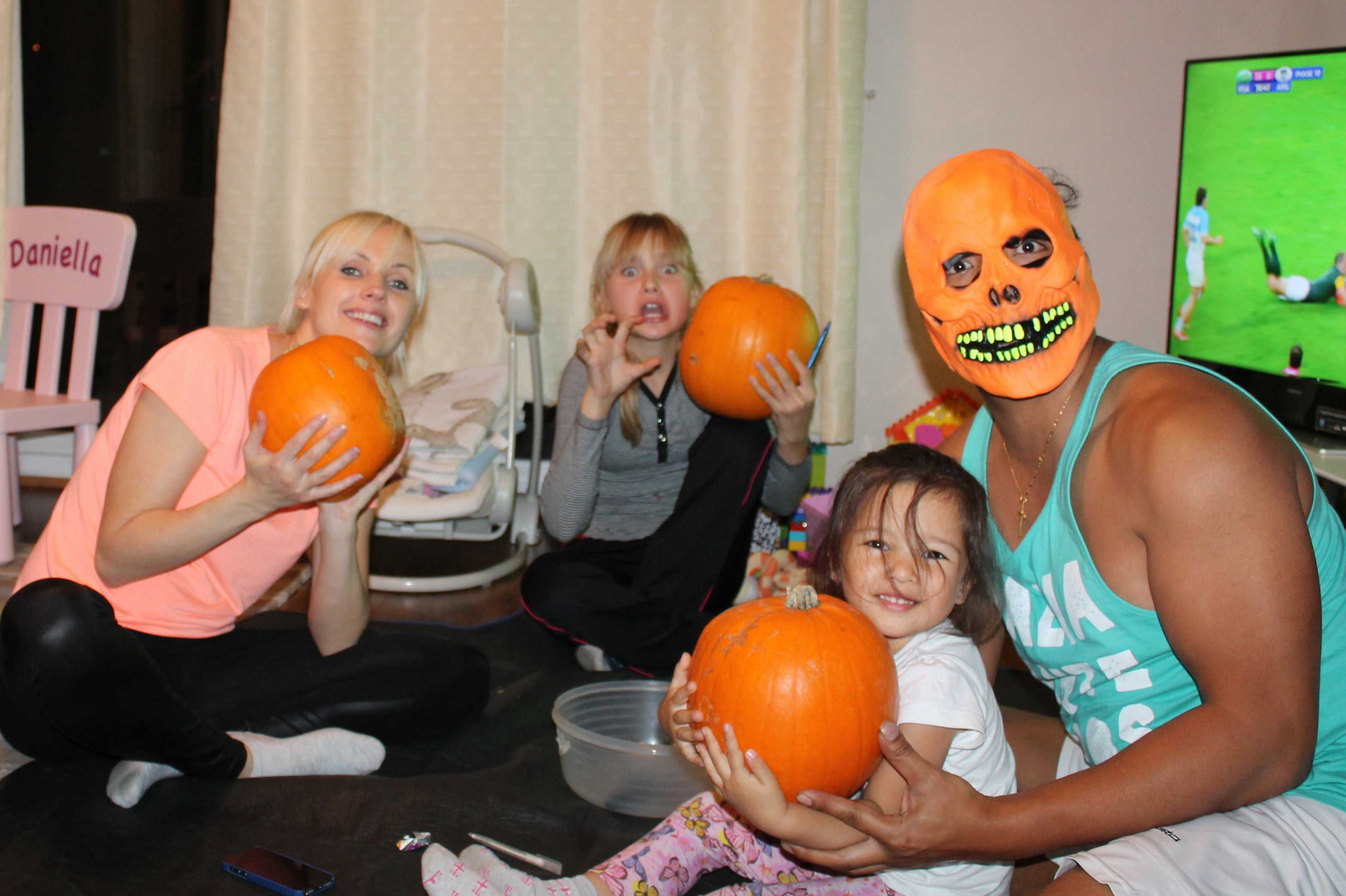 Halloween Eve, pumpkins carving