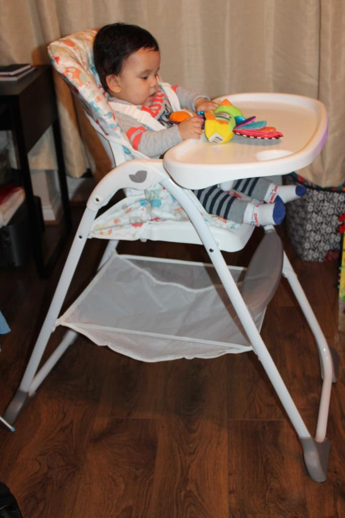 Harry Starts Solids & Joie Mimzy Snacker Highchair Review